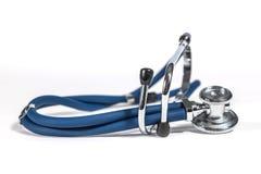 蓝色听诊器和护士盖帽 库存图片