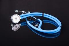 蓝色听诊器 库存图片