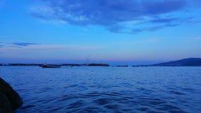 蓝色和小船 库存图片