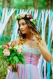 蓝色和桃红色婚礼 新娘 免版税库存图片