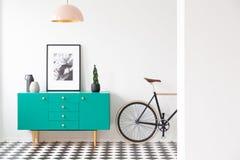 蓝色和桃红色客厅 免版税库存照片