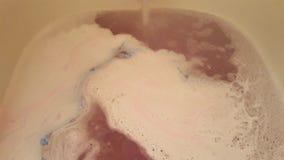 蓝色和桃红色bathbomb 库存图片