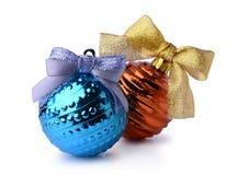 蓝色和橙色圣诞节球 免版税库存照片