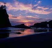蓝色和橙色日落第二海滩,奥林匹克国家公园 免版税库存照片