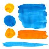蓝色和橙色树胶水彩画颜料油漆弄脏和冲程 免版税库存照片