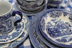 蓝色和白色中国盘的汇集 库存图片