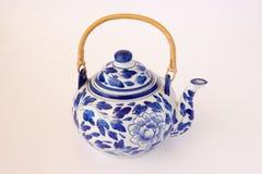 蓝色和白色中国茶壶 免版税库存图片