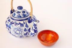蓝色和白色中国茶壶 库存图片
