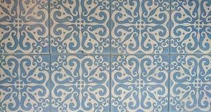 蓝色和白色墙壁瓦片 免版税库存照片