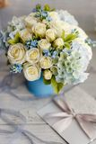 蓝色和白色婚礼花 免版税图库摄影