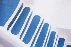 蓝色和白色楼梯,圣托里尼,希腊 免版税库存图片