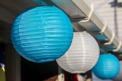 蓝色和白色灯笼 库存图片