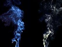 蓝色和白色烟 库存照片