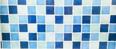 蓝色和白色瓦片马赛克 免版税库存照片