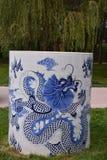 蓝色和白色瓷花瓶 库存照片