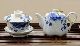 蓝色和白色瓷茶具 免版税库存图片