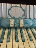 蓝色和白色真珠色的手风琴9 免版税库存照片