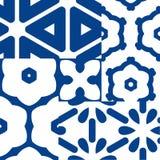 蓝色和白色陶瓷砖 补缀品样式 库存图片