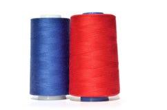蓝色和红色螺纹 免版税库存照片