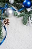 蓝色和银色圣诞节边界 免版税库存图片