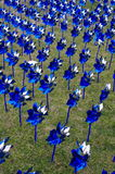 蓝色和银色轮转焰火 图库摄影