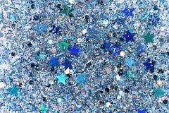 蓝色和银色结冰的雪冬天闪耀的星闪烁背景 假日,圣诞节,新年摘要纹理 免版税库存照片