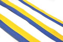蓝色和黄色丝带 免版税库存图片