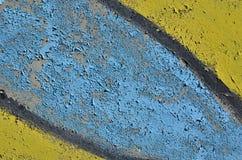 蓝色和黄色削皮油漆 免版税库存照片