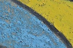 蓝色和黄色削皮油漆 库存照片