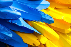 蓝色和黄色纸背景 免版税库存图片