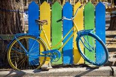 蓝色和黄色自行车 图库摄影