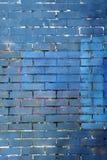 蓝色和紫色被绘的砖墙背景 库存图片