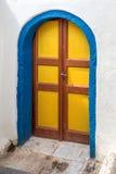 蓝色和黄色门 库存图片