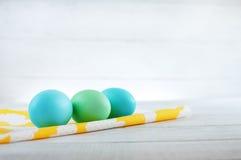 蓝色和绿色鸡蛋 免版税库存图片