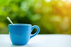 蓝色咖啡杯 免版税库存图片