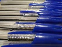 蓝色圆珠笔背景 免版税库存照片