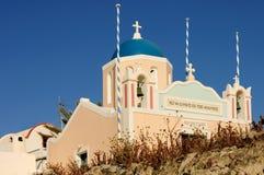 蓝色圆顶和柔和的淡色彩色的希腊教会 库存图片