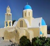 蓝色圆顶教会,圣托里尼海岛 库存图片