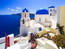 蓝色圆顶教会Oia桑托林岛 库存照片