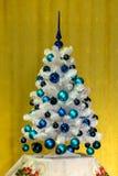 蓝色圣诞树白色 库存照片