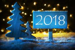 蓝色圣诞树,发短信给2018年新年快乐的 免版税库存图片