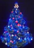 蓝色圣诞灯星形结构树 库存图片