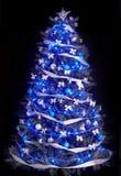 蓝色圣诞灯星形结构树 库存照片