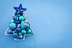 蓝色圣诞节中看不中用的物品 免版税库存照片