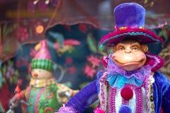 蓝色圣诞节帽子猴子 免版税库存图片