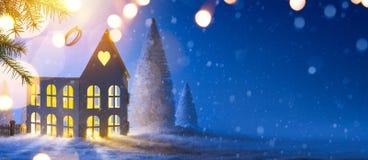 蓝色圣诞节构成;与Xmas装饰的假日背景 免版税库存照片