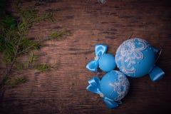 蓝色圣诞节球,圣诞节背景 文本的空位 库存图片