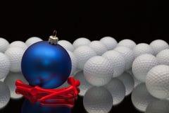 蓝色圣诞节装饰高尔夫球 免版税库存照片