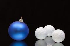 蓝色圣诞节装饰高尔夫球 库存图片