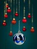 蓝色圣诞节闪光球 免版税图库摄影